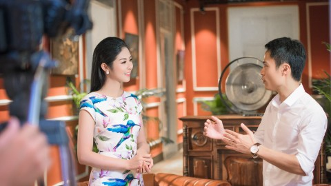 CEO Pham Xuan Nghia & program host, Miss VN 2010 Ngoc Han Dang